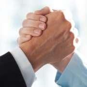 Seminargo und teamazing schlagen ein und werden Partner