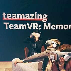 Team versucht in virtuellen Realitäten einen Kriminalfall als Teambuilding Spiel zu lösen