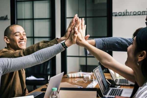 Team freut sich über erfolgreiches Change Management