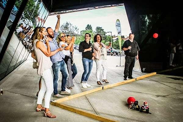 Team freut sich beim Mario Kart Battle