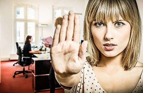 Frei zeigt Stopp zur sexuellen Belästigung am Arbeitspaltz